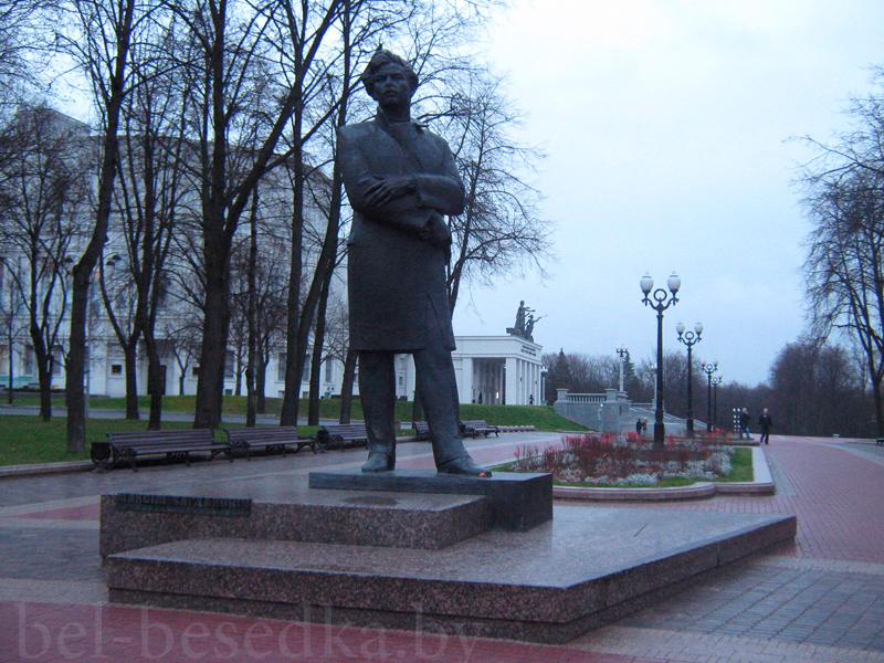 Памятник с сердцем Богданович Памятник с крестом на просвет Новослободская
